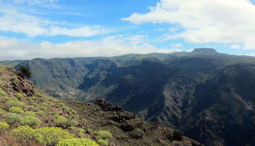 Das Tal Valle Gran Rey und der Tafelberg Fortaleza im Hintergrund
